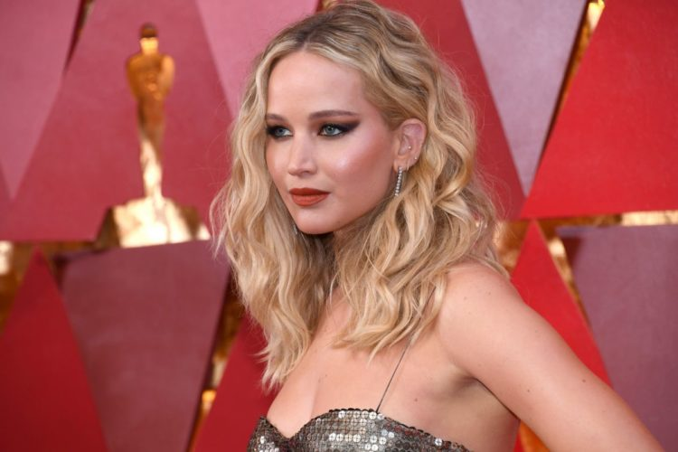 jennifer-lawrence-at-oscar-2018-in-los-angeles-03-04-2018-0